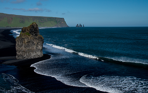 A shoreline shaped by volcanic activity©Bob Harvey, 2013